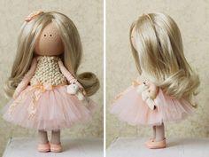 Tilda muñeca hecha a mano color melocotón por AnnKirillartPlace