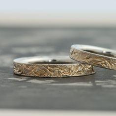 ゴールド/マリッジリング:Resti(レスティ) 円を描くようにテクスチャを入れ、古代遺跡をイメージした絵画のような表面のデザイン [K18 Gold,marriage,結婚指輪,ウエディング,wedding]