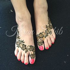 """""""Gulf inspired Bridal feet for Reena... Excuse the slightly grubby carpet, they were in the process of cleaning marquee when I took the picture. #henna…"""""""