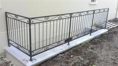 Balcony Grill Design, Balcony Railing Design, Window Grill Design, Exterior Stair Railing, Metal Stair Railing, Wooden Front Door Design, Front Porch Design, Veranda Design, Iron Gate Design