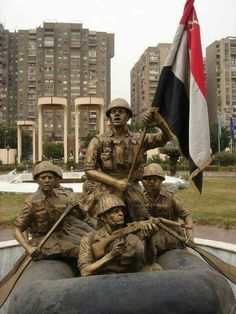 Statue of Egyptian soldiers crossing Suez canal. October War, Amazing Street Art, Armed Forces, Easy Drawings, Victorious, Statue Of Liberty, Egyptian, Vietnam, Sculptures