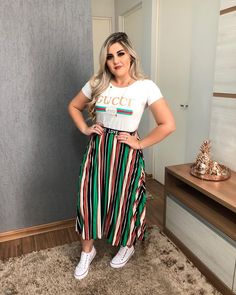 Source by plus size jovem Curvy Work Outfit, Curvy Outfits, Plus Size Outfits, Skirt Outfits Modest, Modest Wear, Look Plus Size, Plus Size Model, Indie Outfits, Fashion Outfits