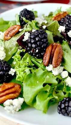 Saving so I'll remember the idea to do black berries in a salad // Black & Blue Spring Salad with Honey-Roasted Pecans and Berry-Balsamic Vinaigrette