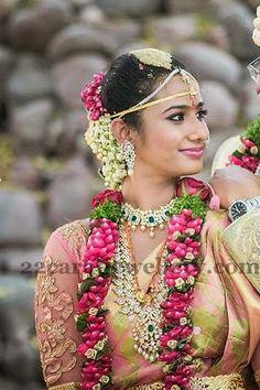 Jewellery Designs: Bride in Diamond Mango Mala Pretty Choker