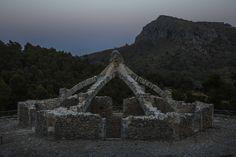 Paisajes turísticos históricos, las neveras y ventisqueros de Mariola, la Cava Gran (autor, Miguel Lorenzo)
