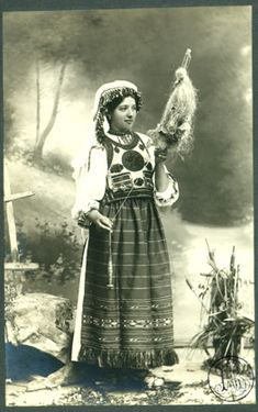 Leopold Adler - Costum popular românesc din Tulgheş, tânără nevastă torcând  between 1900 and 1920  The Romanian Academy Library Folk Costume, Costumes, Magic Women, Folk Embroidery, Moldova, Arya, European Fashion, Old Photos, Roots