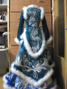 Snow Queen Costume, Queen Halloween Costumes, Costume Shop, Folk Costume, Costumes Couture, Fairy Dress, Carnival Costumes, Russian Fashion, Vintage Dresses