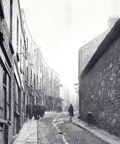 St. Michaels Lane, Christchurch. Late 1800s Old Pictures, Old Photos, Vintage Photos, Irish Independence, Photo Engraving, History Photos, Dublin Ireland, Past Life, Places To Visit