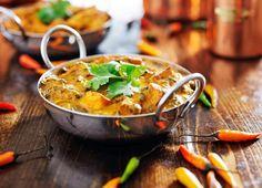 Conoce 5 curiosidades sobre la cocina india que seguro desconocías  En la actualidad los restaurantes indios son cada vez más populares y puedes encontrar bastantes en cualquier ciudad europea. Además de que son muchas las personas que dicen ser expertas en realizar recetas de comida india. Pero qué sabemos más allá del curry sobre […]
