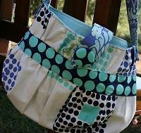 Gathered Cosmo Cup bag tutorial at mesewcrazy I like it, and it looks fun. When I have free time...