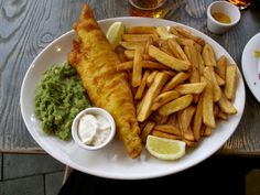 Fish n Chips from a London pub London Pubs, Chicken Wings, Chips, Fish, Meals, Vegetables, Kitchens, Potato Chip, Meal