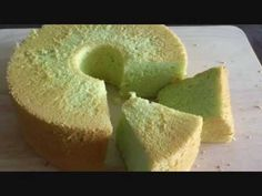 How to Make Pandan Chiffon Cake (班兰戚风蛋糕) Pandan Chiffon Cake, Pandan Cake, Milk Recipes, Baking Recipes, No Bake Desserts, Dessert Recipes, Chocolate Chiffon Cake, Singapore Food, Asian Desserts