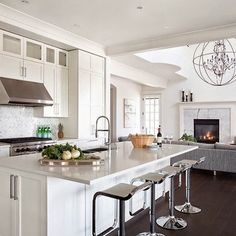 Open Concept Kitchen Living Rooms Design Ideas, Pictures, Remodel, and Decor - page 21 Living Room And Kitchen Design, Kitchen Family Rooms, Kitchen Decor, Kitchen Stools, Design Kitchen, Kitchen Layout, Kitchen Ideas, White Kitchen Backsplash, White Kitchen Cabinets