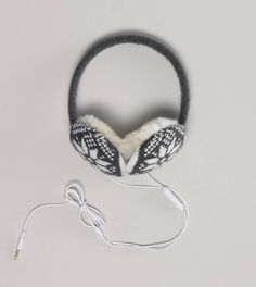 Rock even harder with earmuffs and earbuds in one. Knit earmuffs with intarsia snowflake pattern and faux fur interior. Removable earbuds inside and Microphone on cord. American Eagle Outfits, American Eagle Men, Women's Earmuffs, Iphone Headphones, Mens Outfitters, Eagle Outfitters, Ladies Dress Design, Outfits For Teens, Chic Outfits