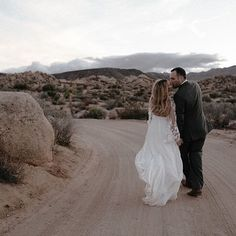 𝑅𝑒𝒶𝓁 𝒸𝑜𝓊𝓅𝓁𝑒 : 𝒥𝑒𝓈𝓈𝒾𝒸𝒶 + 𝒯𝑜𝓃𝓎 ⠀⠀⠀⠀⠀⠀⠀⠀⠀ Swooning over this perfection 🌵 Our stunning bride Jessica 👑 wearing Rock & Romance in the Joshua Tree National Park. Joshua Tree National Park, National Parks, Real Couples, Instagram Images, Instagram Posts, Unique Dresses, Beautiful Bride, Wedding Day, Romance