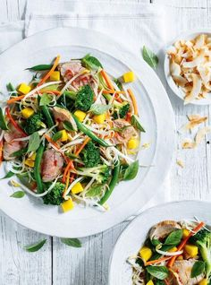 Salade de filet de porc thaï de Ricardo - The Vee-roo - Mixed Vegetable Salad Recipes, Easy Green Salad Recipes, Lettuce Salad Recipes, Salad Recipes Healthy Lunch, Pork Salad, Side Salad Recipes, Salad Recipes Video, Salad Recipes For Dinner, Dinner Salads