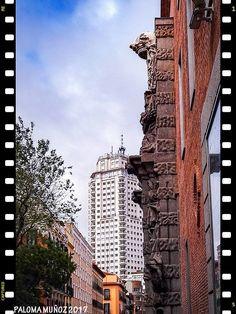 Calle del Conde-Duque, al fondo, el edificio España. Conde-Duque street, in the background, the Spain building