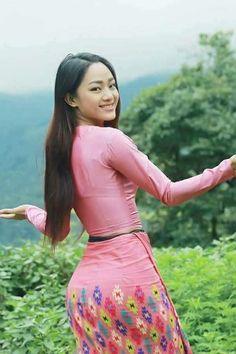 Myanmar Traditional Dress, Traditional Dresses, Burmese Girls, Myanmar Women, Asian Model Girl, Hijab Fashion Inspiration, Poses, Beautiful Asian Women, Sexy Asian Girls