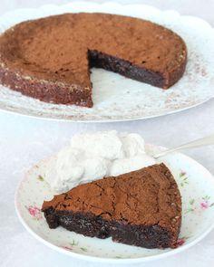 En perfekt kladdkaka! Ett av de populäraste kakorna som finns och det här receptet är väl beprövat.