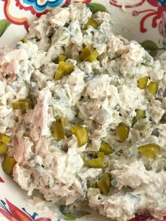This dill pickle chicken salad is a fun twist to original chicken salad. Chunks of chicken, dill pickles, and green onions get smothered in a creamy sauce. Canned Chicken Salad Recipe, Low Carb Chicken Salad, Can Chicken Recipes, Egg Recipes, Salad Chicken, Original Chicken Salad Recipe, Cooking Recipes, Chicken N Pickle, Croissants