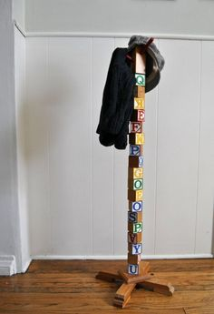 Hanging your kids' coats never looked so cute (and smart) than with this DIY building blocks hat rack and coat hanger. Kids Coat Rack, Tree Coat Rack, Coat Racks, Coat Tree, Diy Hat Rack, Hat Hanger, Diy Hangers, Baseball Hat Racks, Baseball Cap