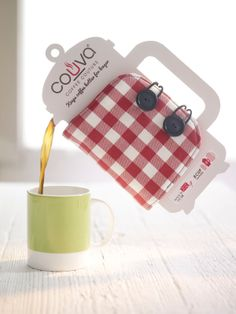 Couva Coffee Couture on Packaging of the World - Creative Package Design Gallery Clever Packaging, Wine Packaging, Retail Packaging, Coffee Lover Gifts, Coffee Lovers, Packaging Design Inspiration, Diy Gifts, Package Design, Branding