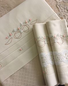 Pike takımı #dantellihome💐 Bead Embroidery Patterns, Baby Embroidery, Hand Embroidery Designs, Ribbon Embroidery, Embroidery Stitches, Machine Embroidery, Sewing Stitches By Hand, Egyptian Cotton Duvet Cover, Baby Sheets