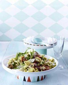 Das Rezept für Nudelsalat mit Pesto-Salatcreme und weitere kostenlose Rezepte auf LECKER.de