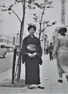 山本悍右 名古屋広小路 Portrait of My Wife 1954. Kansuke Yamamoto  ©Toshio Yamamoto.