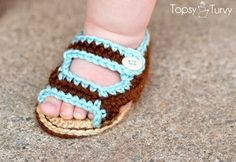 Awww, another pair of DIY, baby shoes. Easy to make, and baby's feet will be stylin'!