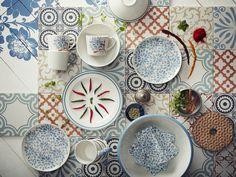 FINSTILT Servies | #nieuw #IKEA #IKEAnl #servies #patroon #klassiek #folklore #bloem #bloemen #kleurrijk #herfst #zomer #bord #kom #schaal #beker #mok #servet