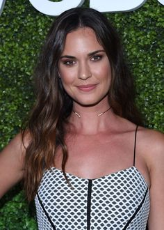 Odette Juliette Annable is an American actress.Jessica Adams in the Fox medical drama series House Odette Annable, Jessica Adams, Medical Drama, Art Of Beauty, Joseph Morgan, Supergirl, American Actress, Cool Photos, Actresses