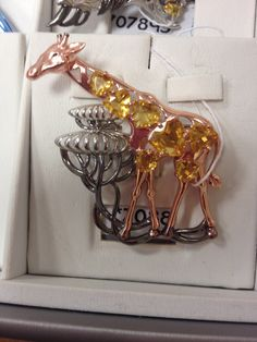 Brooch, Bracelets, Gold, Jewelry, Fashion, Brooch Pin, Bangle Bracelets, Jewellery Making, Jewlery