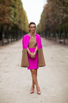 Where do I start?  LOVE the glasses.  The necklace and bracelet, the shoes....and that pink and brown.  Perfect outfit.