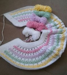 Best Ideas For Baby Girl Crochet Blanket Pattern Outfit Baby Knitting Patterns, Crochet Blanket Patterns, Knitting Designs, Baby Girl Crochet Blanket, Knitted Baby Blankets, Baby Vest, Baby Cardigan, Baby Sweaters, Crochet For Kids