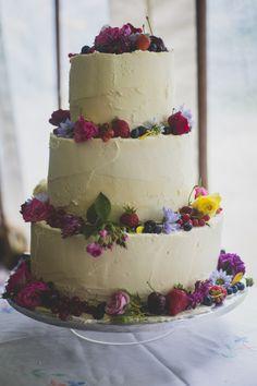 Victoria Sponge wedding cake with fresh flowers www.lady-aga.com