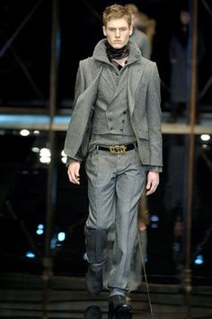 See the complete Dolce & Gabbana Fall 2006 Menswear collection.