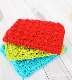 These easy crochet dishcloth patterns are fun to work up and faster than any others. This list has a crochet dishcloth pattern for every occasion and every preference. Crochet Kitchen, Crochet Home, Knit Or Crochet, Crochet Gifts, Free Crochet, Crochet Motifs, Crochet Dishcloths, Crochet Patterns, Yarn Projects