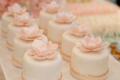 wedding mini cakes - mini tortas flor de loto
