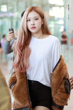 Check out Blackpink @ Iomoio Blackpink Fashion, Fashion Outfits, Wallpaper Rose, Foto Rose, 1 Rose, Black Pink Kpop, Black Pink Rose, Rose Hair, Blackpink Photos
