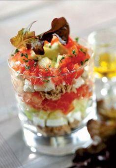 VERRINE FRAICHEUR Ingrédients 1 grand concombre 3 tomates 150 g de feta 1 boîte de thon 1 bouquet de persil ciselé 2 cuill. à s. de jus de citron Huile d'olive Sel, poivre