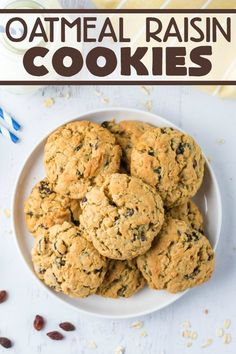 Easy recipe for the ultimate Oatmeal Raisin Cookies - slightly crunchy on the outside with a perfectly soft heavenly chewy texture when you bite into them. Easy No Bake Desserts, Delicious Desserts, Dessert Recipes, Bar Recipes, Awesome Desserts, Mini Desserts, Free Recipes, Cooking Recipes, Gifts