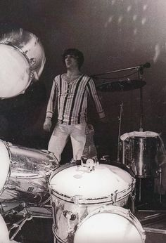 Keith Moon destroys his drum kit, Fillmore East NYC ~ May 16th, 1969