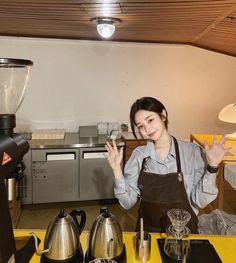 Korean Ulzzang, Ulzzang Girl, Son Hwamin, Hwa Min, Cute Korean Fashion, Girl Cooking, Korean Aesthetic, Asia Girl, Pretty And Cute