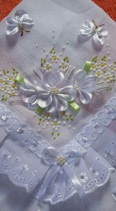 Wonderful Ribbon Embroidery Flowers by Hand Ideas. Enchanting Ribbon Embroidery Flowers by Hand Ideas. Ribbon Embroidery Tutorial, Silk Ribbon Embroidery, Embroidery Stitches, Embroidery Patterns, Hand Embroidery, Embroidery Supplies, Ribbon Art, Diy Ribbon, Ribbon Crafts