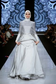Indonesian designers have different opinions on Islamic fashion, and the Jakarta Fashion Week is the right place to appreciate the differen. Muslimah Wedding Dress, Muslim Wedding Dresses, Muslim Dress, Bridal Dresses, Wedding Hijab, Hijab Bride, Modest Wedding, Party Dresses, Islamic Fashion