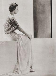 ~Olga de Caracciolo photographer: Adolf de Meyer~