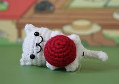 This cute little cat is a free pattern on Ravelry.