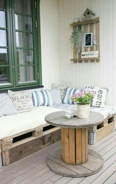 Transcendent Dog House with Recycled Pallets Ideas. Adorable Dog House with Recycled Pallets Ideas. Upcycled Furniture, Diy Furniture, Outdoor Furniture Sets, Furniture Design, Furniture Projects, Garden Furniture, Furniture Making, Urban Furniture, Street Furniture