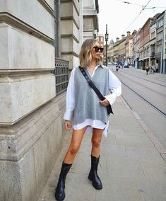 Cute Spring Outfits, Trendy Outfits, Cute Outfits, Fashion Outfits, Knit Vest Pattern, Vest Outfits, White Shirt Outfits, Yves Saint Laurent, Korean Outfits